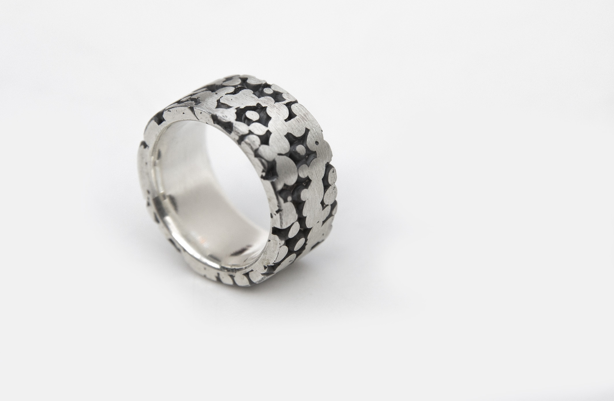 Ring uit de collectie Herfst. Geoxideerd zilver. Elke ring is unica.